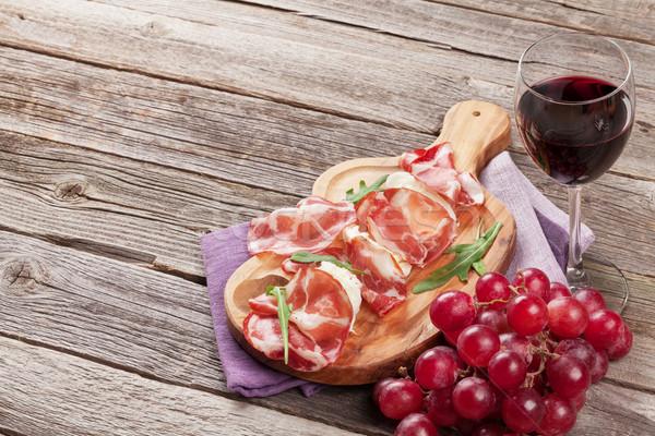 Prosciutto mozzarella rode wijn houten tafel voedsel glas Stockfoto © karandaev