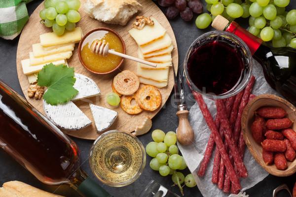 Vinho uva queijo salsichas vermelho vinho branco Foto stock © karandaev