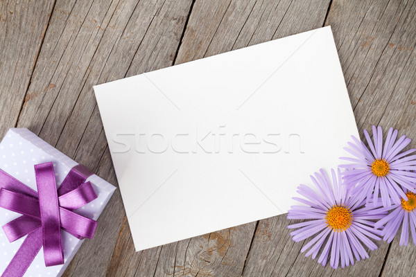 フォトフレーム ギフトボックス 花 木製のテーブル 花 歳の誕生日 ストックフォト © karandaev