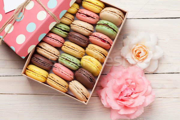 Stock photo: Colorful macaroons in a gift box and roses