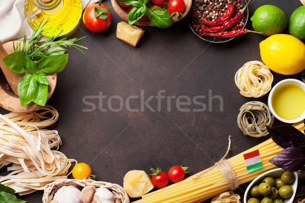 Nourriture italienne pâtes ingrédients pierre table haut Photo stock © karandaev