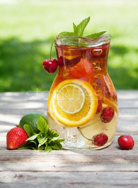 Foto d'archivio: Fatto · in · casa · limonata · estate · frutti · frutti · di · bosco · outdoor