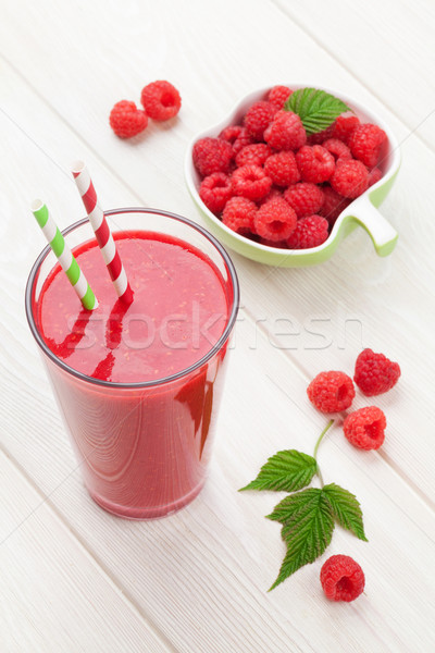 Photo stock: Framboise · smoothie · baies · blanche · table · en · bois · alimentaire