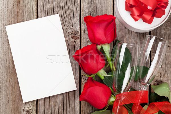 Walentynki kartkę z życzeniami szkatułce red roses drewniany stół górę Zdjęcia stock © karandaev
