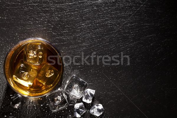 Szkła whisky lodu czarny kamień tabeli Zdjęcia stock © karandaev