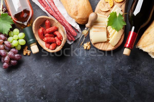 Rood witte wijn druif kaas worstjes flessen Stockfoto © karandaev