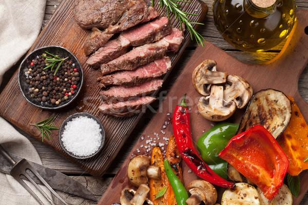 Gegrillt Gemüse Beefsteak Schneidebrett Holztisch top Stock foto © karandaev