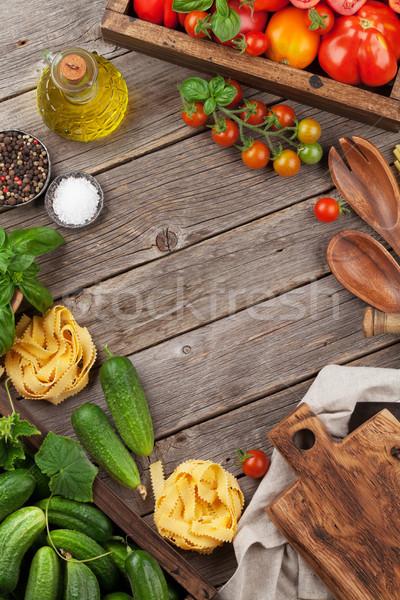 Friss kert paradicsomok uborkák gyógynövények főzés Stock fotó © karandaev