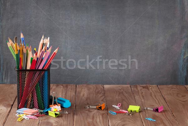 Stock fotó: Iskola · irodaszerek · osztályterem · asztal · iskolatábla · kilátás