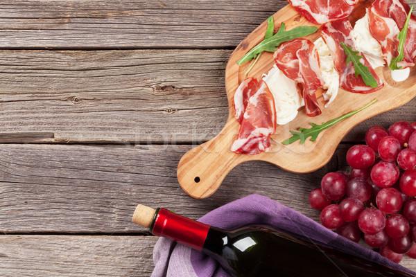 Stock fotó: Prosciutto · mozzarella · vörösbor · fa · asztal · felső · kilátás