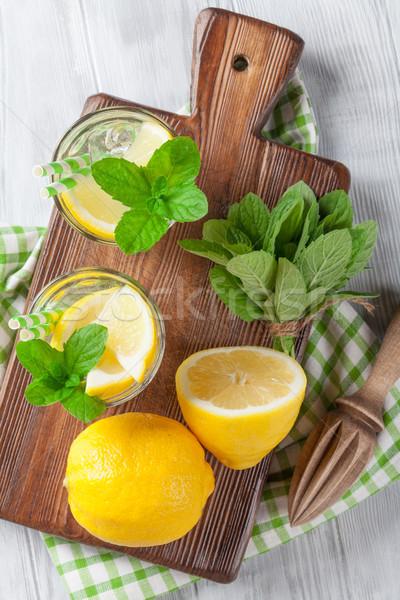 Limonádé citrom menta jég fa asztal felső Stock fotó © karandaev