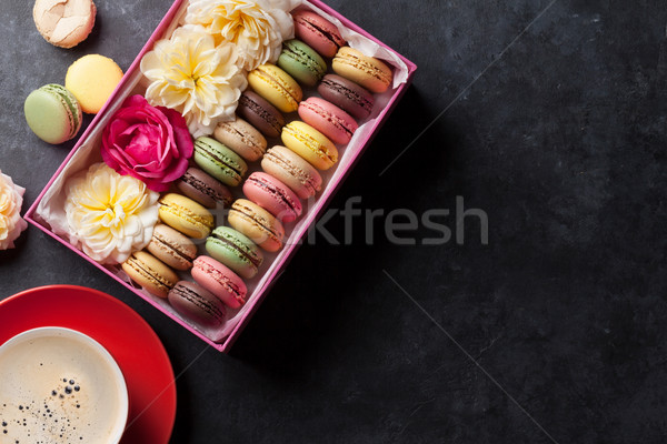 Colorato caffè dolce macarons pietra tavola Foto d'archivio © karandaev