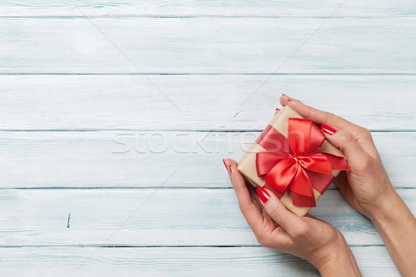 Hände halten Weihnachten Geschenk weiblichen Stock foto © karandaev
