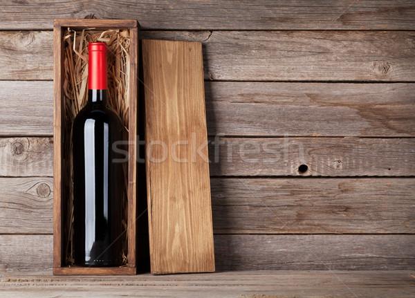 Vino rosso bottiglia finestra legno muro copia spazio Foto d'archivio © karandaev