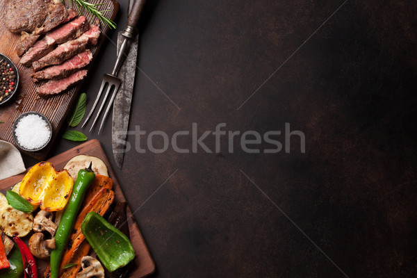 Grillés légumes planche à découper pierre table Photo stock © karandaev