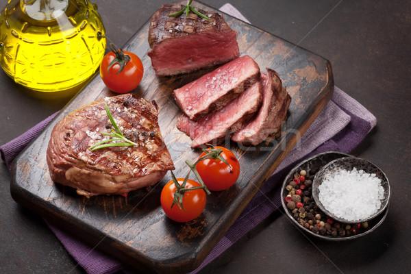 Grillezett filé steak vágódeszka háttér piros Stock fotó © karandaev