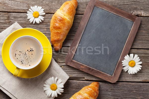 Stock fotó: Iskolatábla · croissantok · kávé · virágok · kávéscsésze · felső