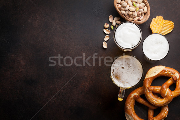 Világos sör sör harapnivalók kő asztal diók Stock fotó © karandaev