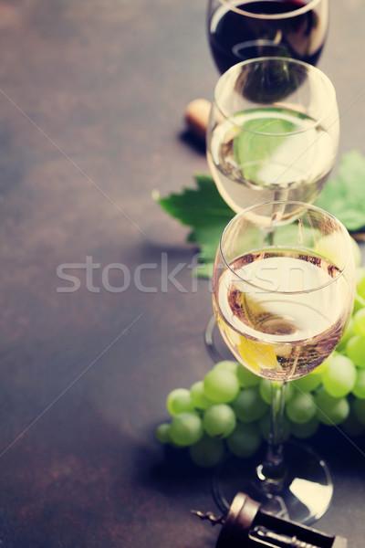 Wijnglazen druiven steen tabel ruimte tekst Stockfoto © karandaev
