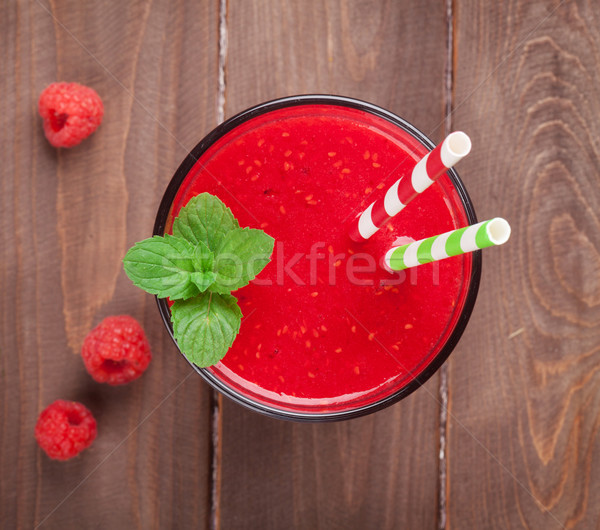 Photo stock: Framboise · smoothie · baies · table · en · bois · haut · vue