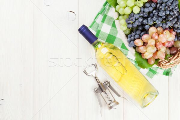 白ワイン ブドウ 白ワインボトル 白 木製のテーブル 先頭 ストックフォト © karandaev