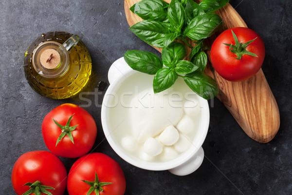 Foto stock: Mozzarella · queso · tomates · albahaca · hierba · hojas