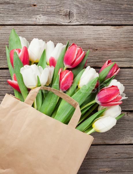 Stock fotó: Színes · tulipánok · papírzacskó · fából · készült · piros · fehér