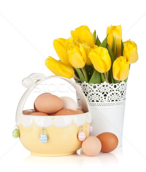 Fresco amarelo tulipas ovos tigela isolado Foto stock © karandaev