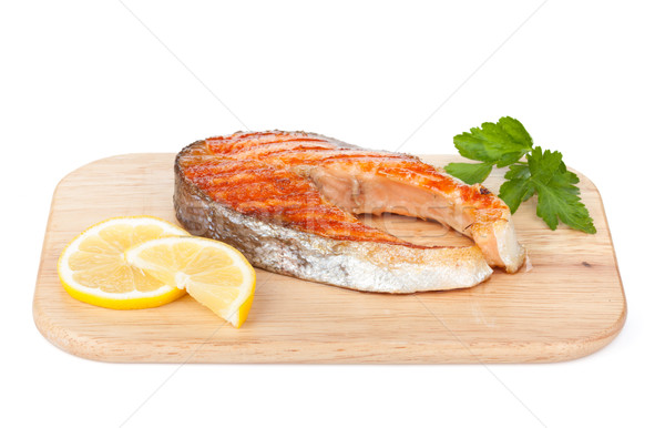 A la parrilla salmón limón hierbas tabla de cortar aislado Foto stock © karandaev