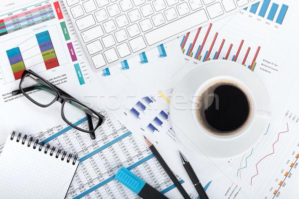 Stock fotó: Kávéscsésze · pénzügyi · papírok · számítógép · irodaszerek · iroda