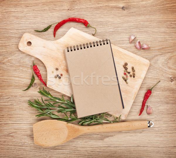 Notepad tagliere spezie in giro tavolo in legno carta Foto d'archivio © karandaev