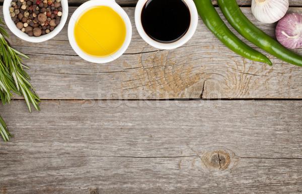 Aceite de oliva vinagre especias mesa de madera espacio de la copia madera Foto stock © karandaev