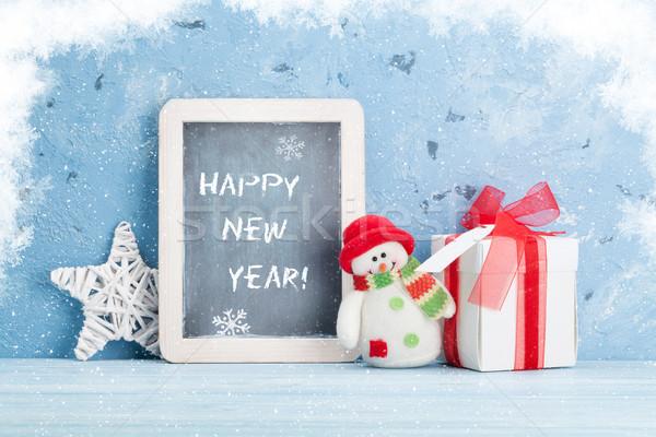 Natal quadro-negro boneco de neve caixa de presente ver cópia espaço Foto stock © karandaev