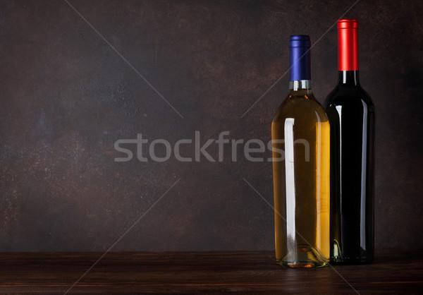 Piros fehérbor üvegek iskolatábla fal copy space Stock fotó © karandaev