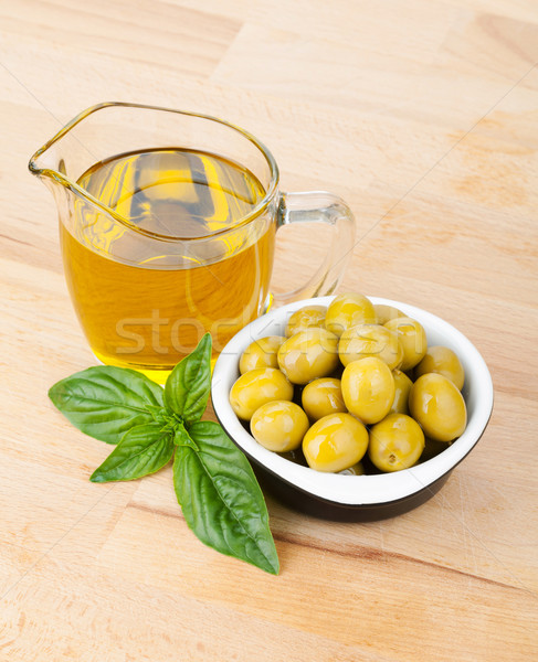 Olijven olijfolie basilicum houten tafel voedsel blad Stockfoto © karandaev