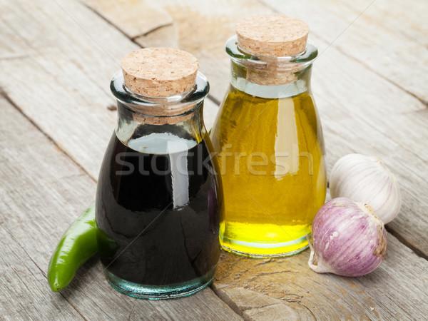Aceite de oliva vinagre botellas especias mesa de madera madera Foto stock © karandaev