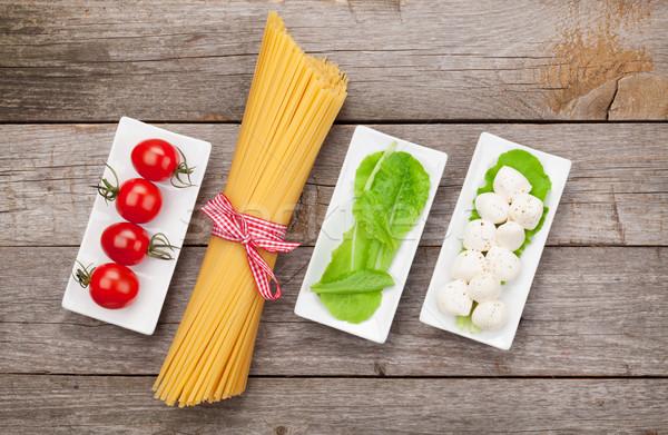 Tomates mozzarella pasta verde ensalada hojas Foto stock © karandaev
