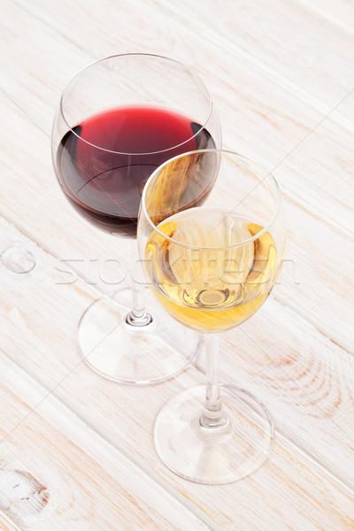 Rood witte wijn bril witte houten tafel textuur Stockfoto © karandaev