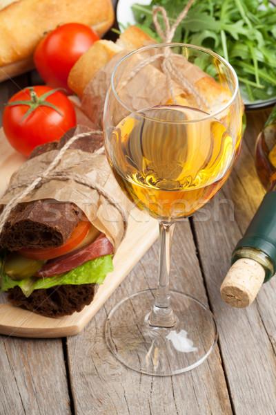 白ワイン ガラス サンドイッチ 木製のテーブル 木材 チーズ ストックフォト © karandaev