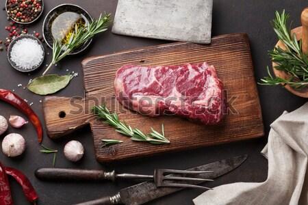 Gegrild biefstuk wijn rosmarijn zout peper Stockfoto © karandaev