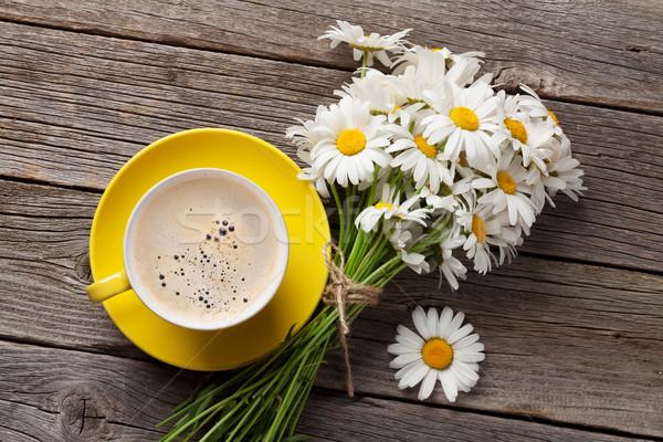 Kamille bloemen boeket koffiekopje daisy houten Stockfoto © karandaev