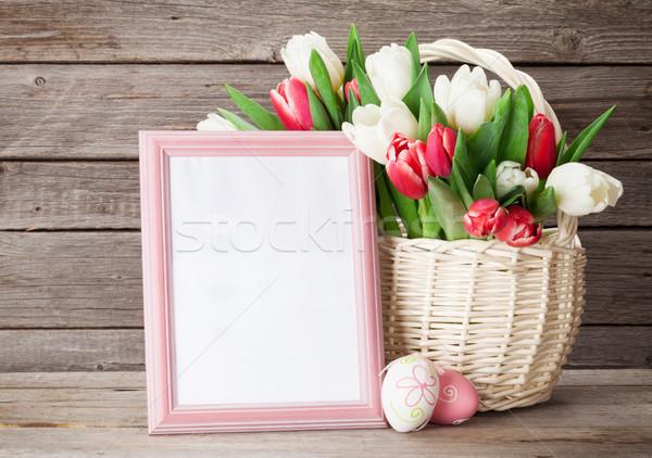 Fresco tulipa flores buquê photo frame ovos de páscoa Foto stock © karandaev