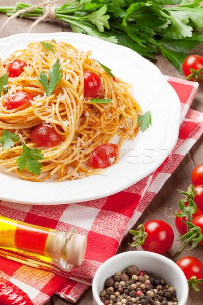 Spagetti makarna domates maydanoz ahşap masa yaprak Stok fotoğraf © karandaev