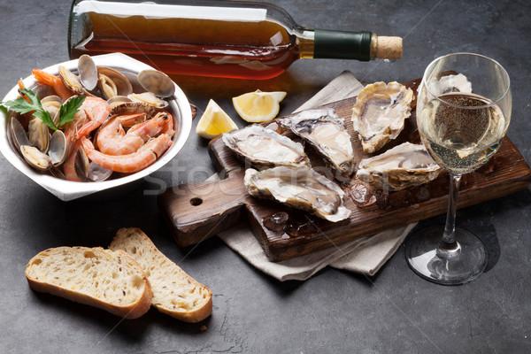 Frescos mariscos vino blanco piedra mesa Foto stock © karandaev