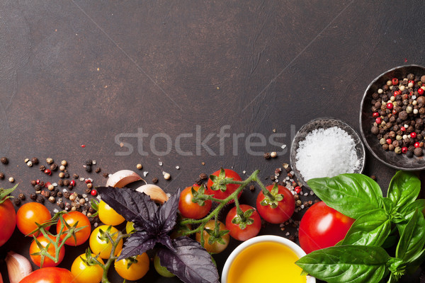 Tomates basilic huile d'olive épices pierre table Photo stock © karandaev