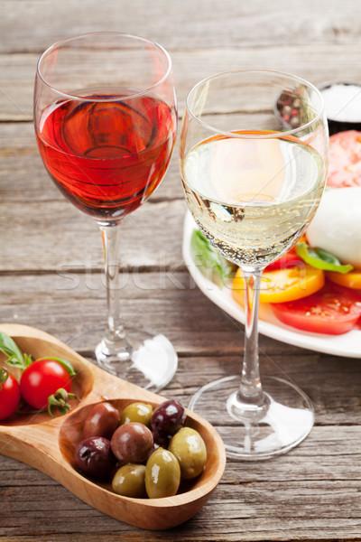 Bianco rosa vino insalata caprese bicchieri di vino tradizionale Foto d'archivio © karandaev