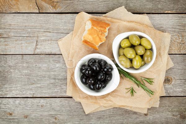 Olasz étel előétel olajbogyók kenyér gyógynövények fa asztal Stock fotó © karandaev