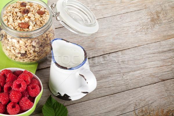 朝食 ミューズリー 液果類 ミルク 木製のテーブル ストックフォト © karandaev