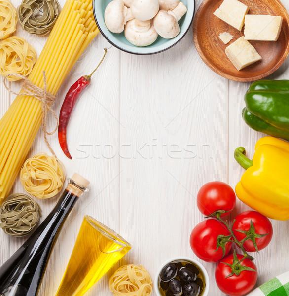 Comida italiana cozinhar ingredientes macarrão tomates pimentas Foto stock © karandaev