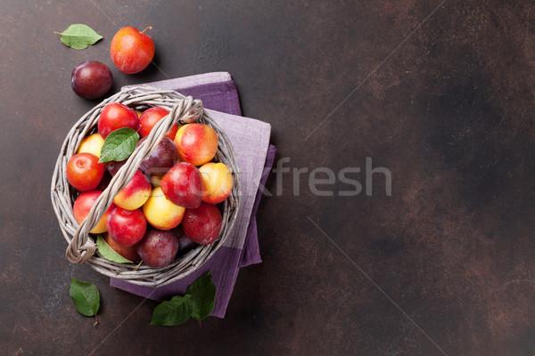 Vers rijp perziken pruimen steen tabel Stockfoto © karandaev